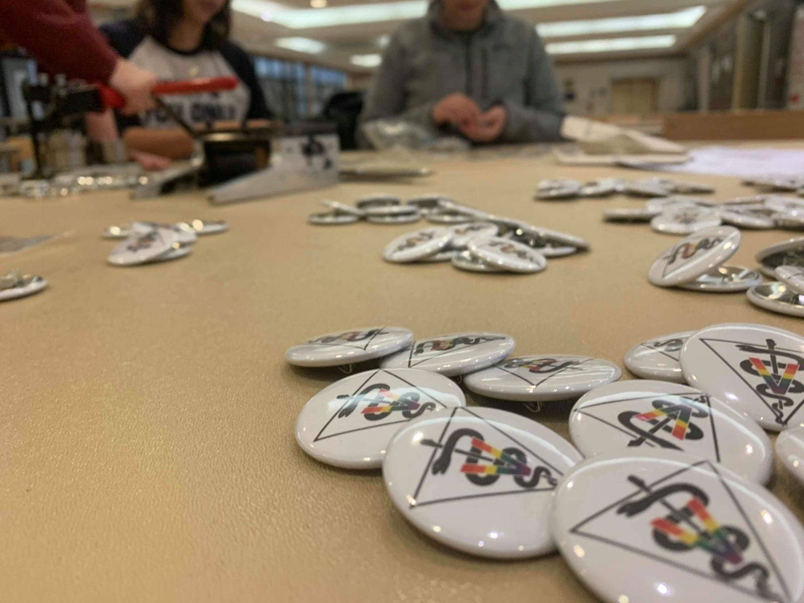 Students make buttons for OVC THRIVE week.